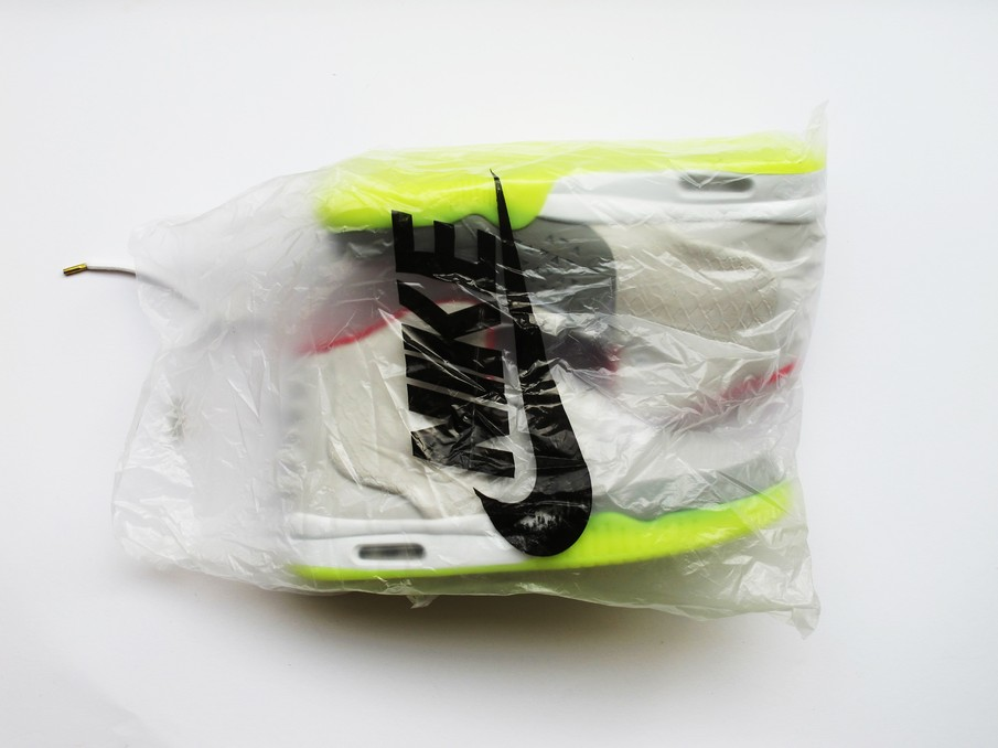 Random Darknet Shopper - NIKE air yeezy2